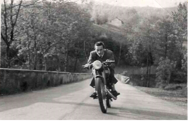 nonno gianmario in motocicletta