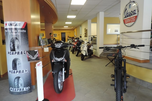 show room motocolleoni ebike