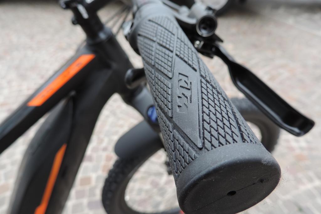 manopole della bici elettrica macina action 271