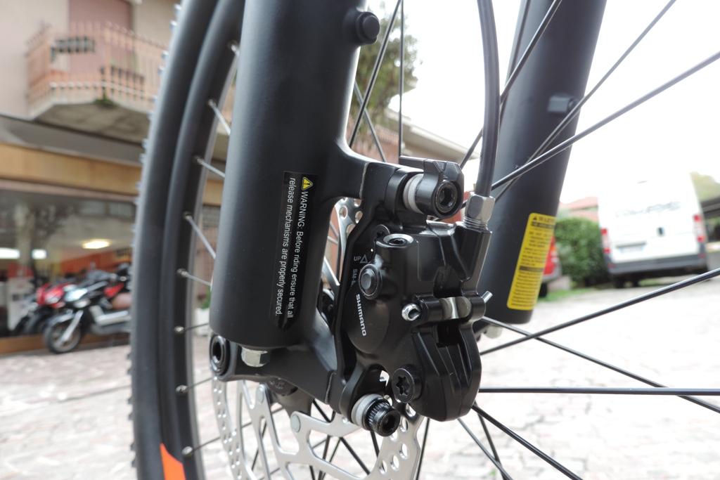freni idraulici a due pistoni per la bici elettrica Macina Action 271