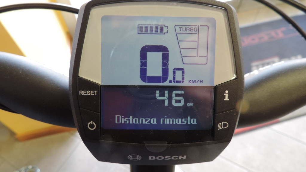 Il display Intuvia Bosch illustra i km rimasti da percorrere con la assitenza TURBO