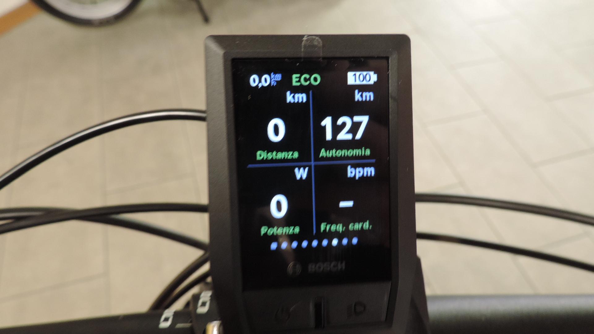 settima scherma computer Kyox con distanza percorsa, autonomia in km (Range) potenza in Watt, freuqenza cardiaca
