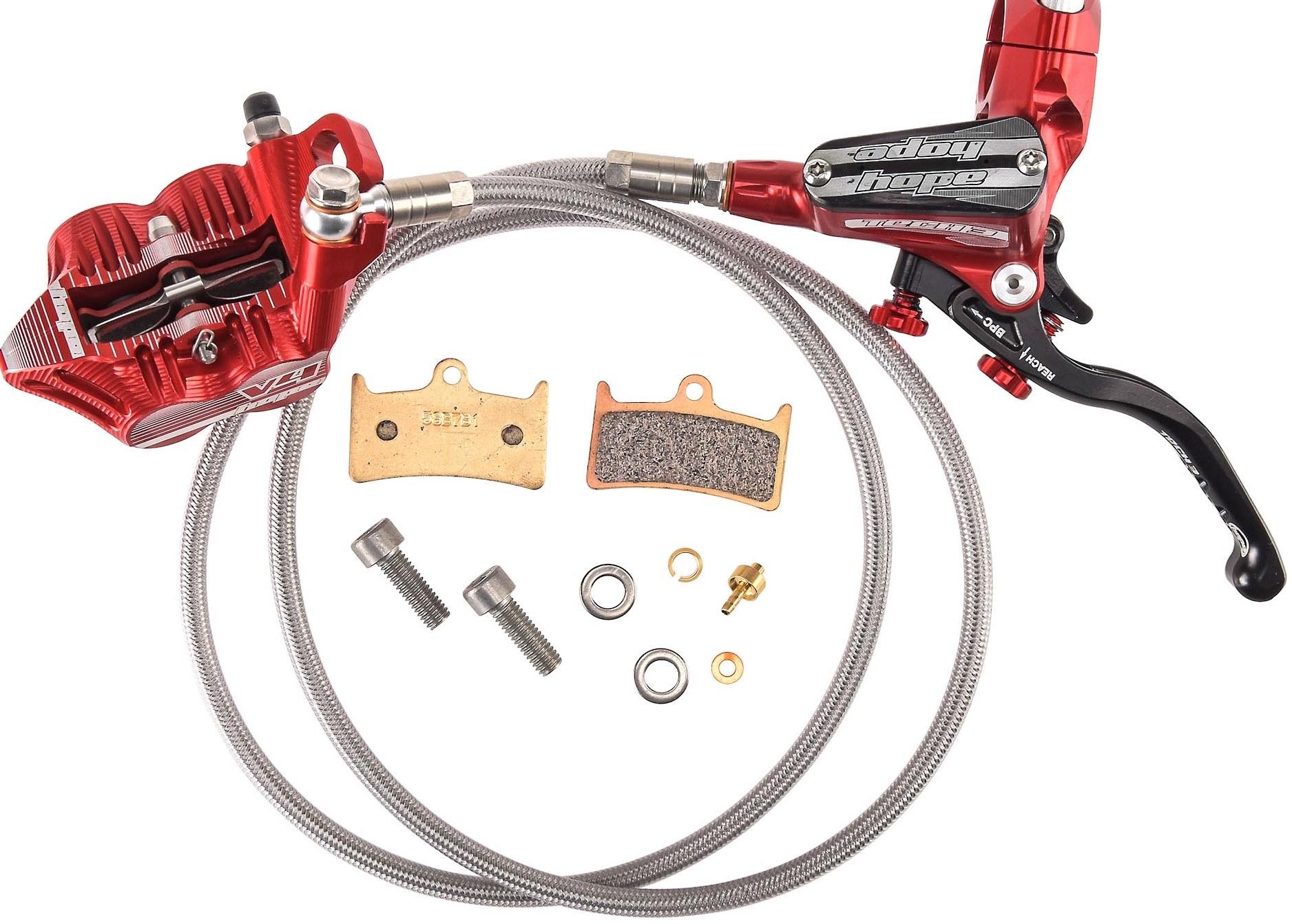 per evitare rigonfiamenti del tubo dell'olio a causa delle alte temperature la hope offre i cavi in acciaio intrecciato direttamente dalla esperienza motociclistica.